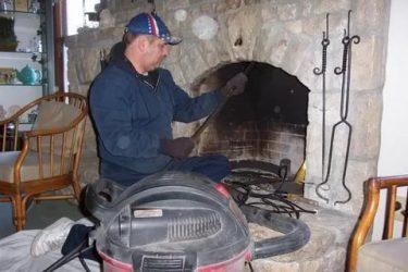 Как прочистить трубу в печке от сажи?